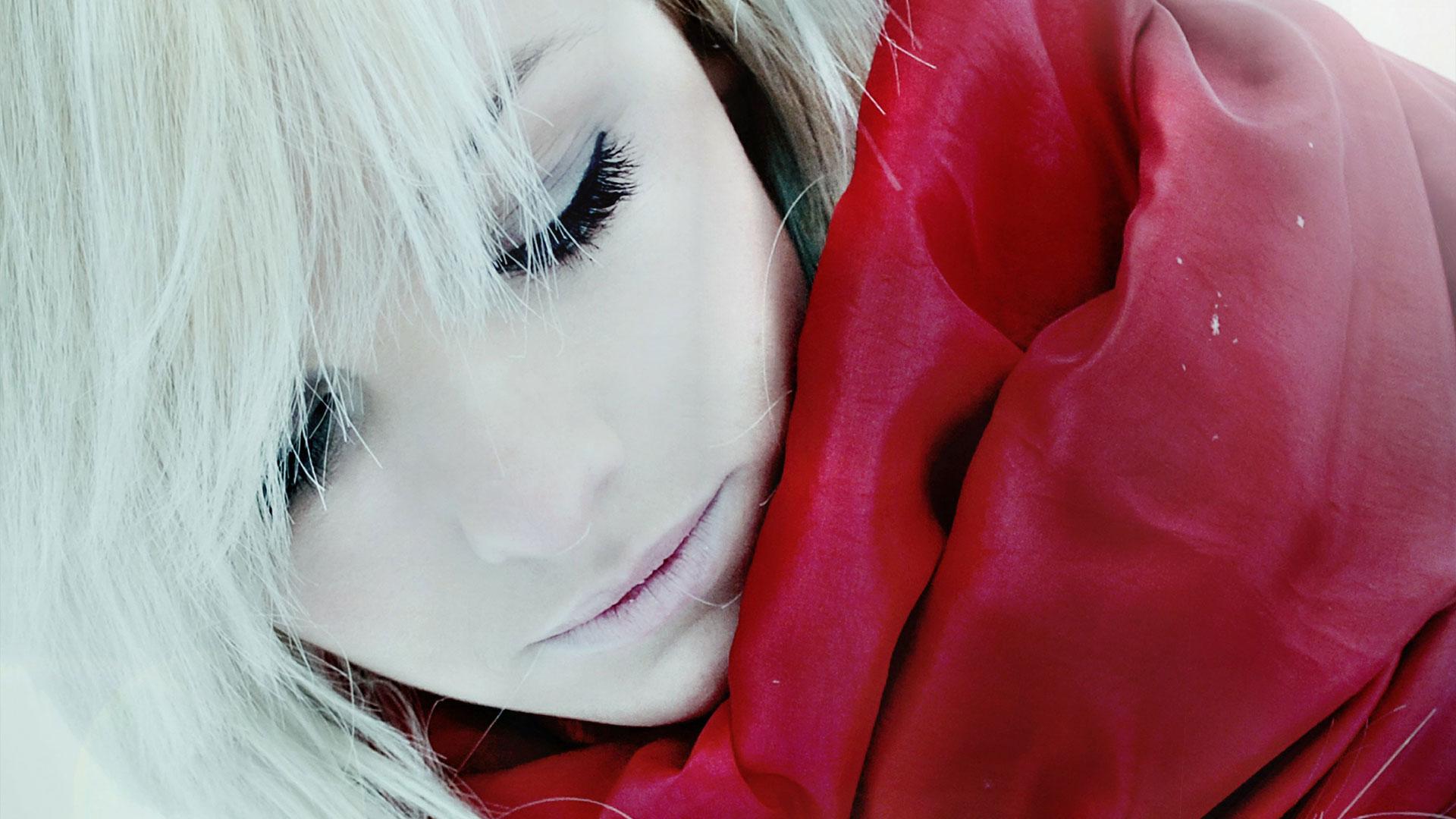 Фото девушки с короткой стрижкой зимой